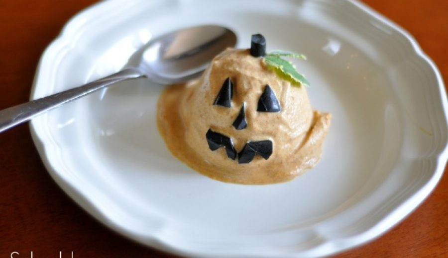 Pumpkin Pie Ice Cream (with a Jack-O-Lantern smile!) & #myfavoritebloggers return!