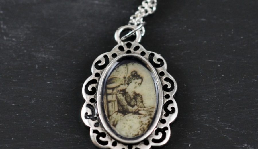 DIY Victorian Pendant With Dimensional Magic