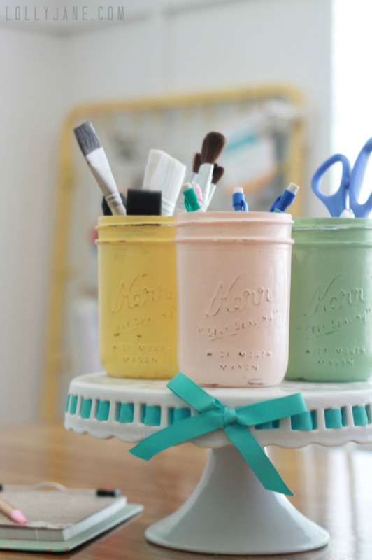 distressed-mason-jars-craft-organization