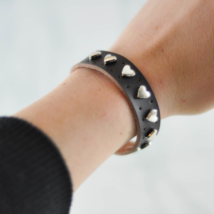 Heart leather cuff tutorial  - Suburble.com (1 of 1)