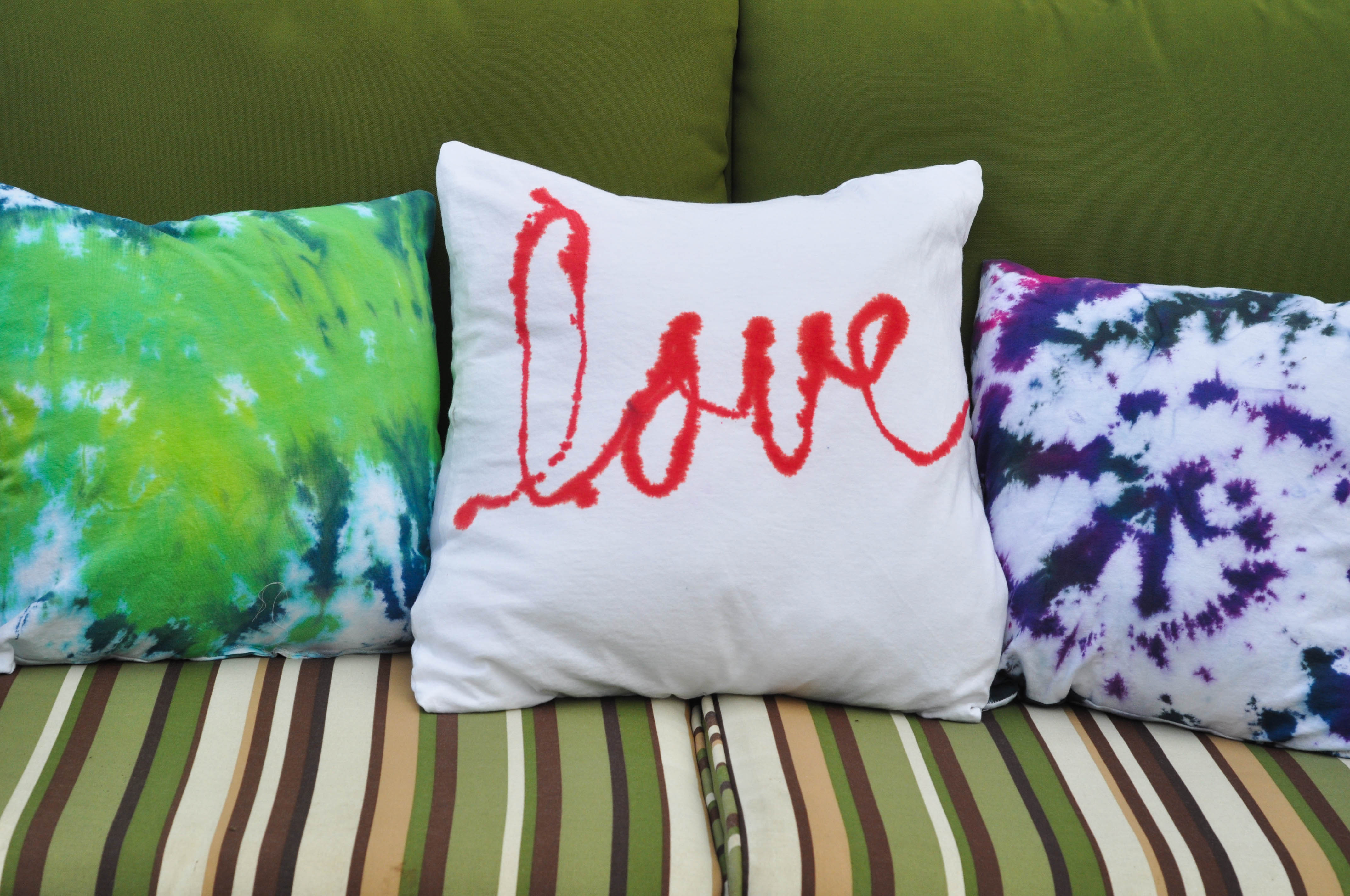 Tie dyed pillows add some fun to the patio suburble tie dye t shirt pillowstutorial suburble 1 of 1 baditri Gallery