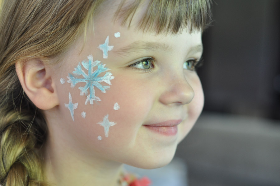 Snowflake face paint for your little elsa suburble for Frozen face paint