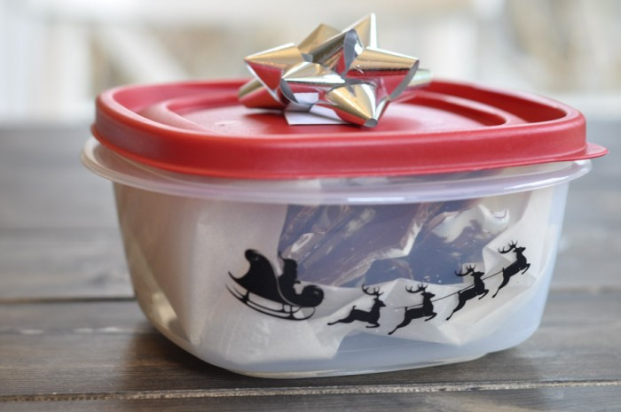 Adding Festive Flair to Rubbermaid Containers-6