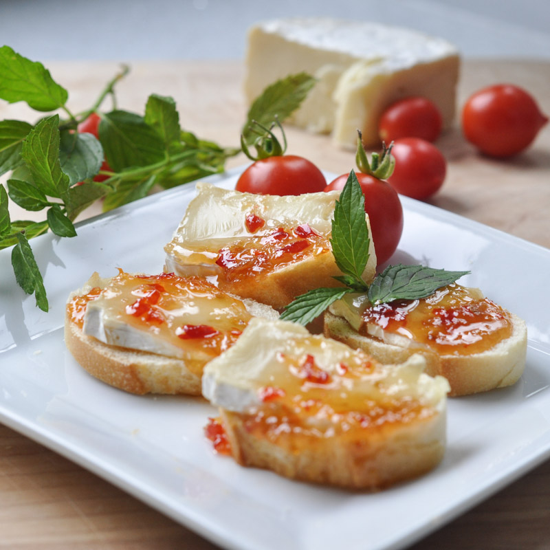 Sweet and Spicy Baked Brie Bites-6